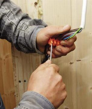 Drewno - idealny materiał na wygodną saunę, ale nie jedyny...