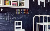 Malowanie ścian farbą tablicową w pokoju dziecka