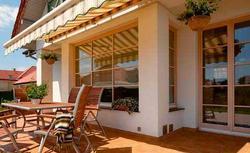 Rolety i osłony okienne nie tylko chronią przed słońcem - zatrzymują też ciepło we wnętrzu