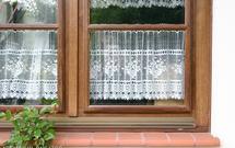 Czy parowanie szyb w domu to powód do niepokoju? Przeczytaj, dlaczego okna w twoim domu parują