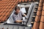 Montaż okien dachowych. Poznaj zasady i kolejność prac