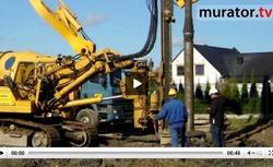 FILM: Działka z torfem – budowa fundamentu na palach