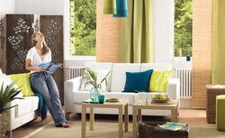 Jak urządzić salon w stylu naturalnym? Zobacz ciekawą propozycję aranżacji wnętrza