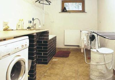 Łazienka w piwnicy. Jak doprowadzić tam instalację wodną?