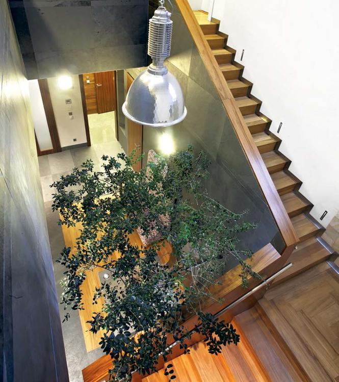Balustrada z kamienia i drewna