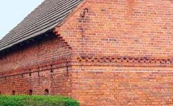 Ceglane elewacje. Detale ścian murowanych z cegieł