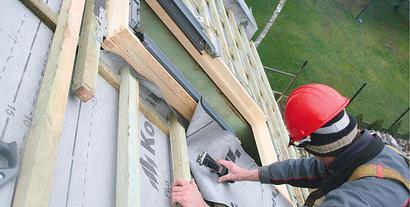 Adaptacja poddasza. Wymiana pokrycia dachowego i montaż okien dachowych