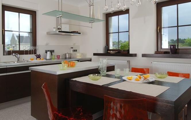 Jak połączyć kuchnię z salonem: kuchnia otwarta, kuchnia półotwarta