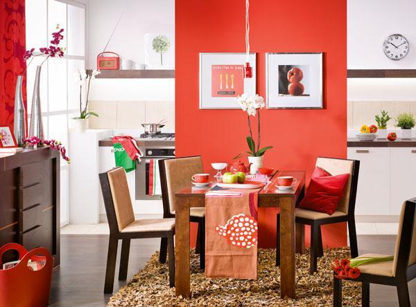 Mocny akcent - czerwona ściana w jadalni