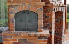 Grill z klinkieru. 3 pomysły na murowane grille ogrodowe
